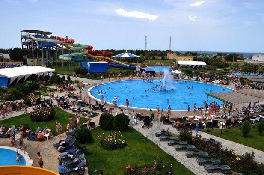 Летом аквапарк посещает весь город