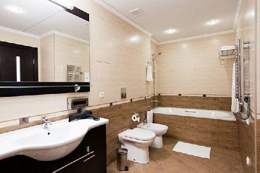 Большая ванная комната в номере ''superior twin''