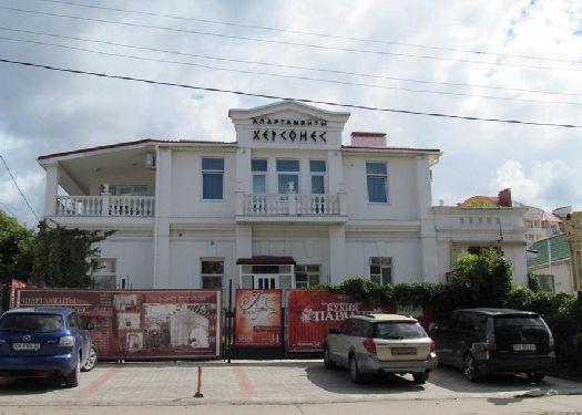 В апартаментах ''Херсонес'' побывали многие знаменитости, их отзывы об этом отеле вы можете почитать на его официальном сайте