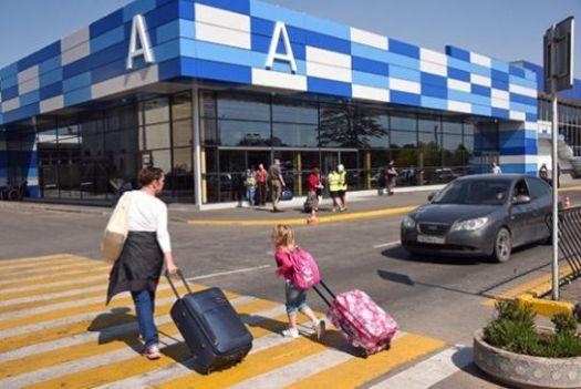 Из аэропорта Симферополя такси может отвезти в любую точку Крыма