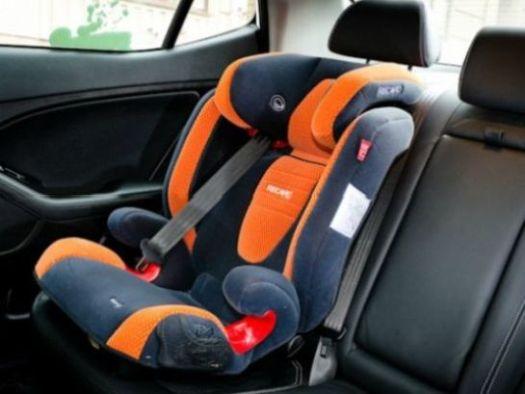 При вызове такси предупредите оператора о необходимости детского кресла