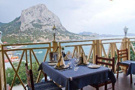 Вид из летней площадки ресторана