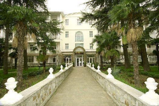 """До 2000 г. данное учреждение именовалось гостиница """"Массандра"""", в течение последующих 2 лет была произведена полная реконструкция, а в 2011 г. инфраструктура пансионата пополнилась отличным медицинским центром"""