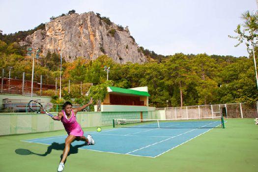 Теннисный корт на территории ''Нижней Ореанды''