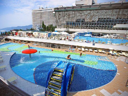 ''Ялта-Интурист'' - самая крупная и самая известная гостиница ЮБК